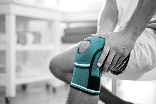 knee with brace
